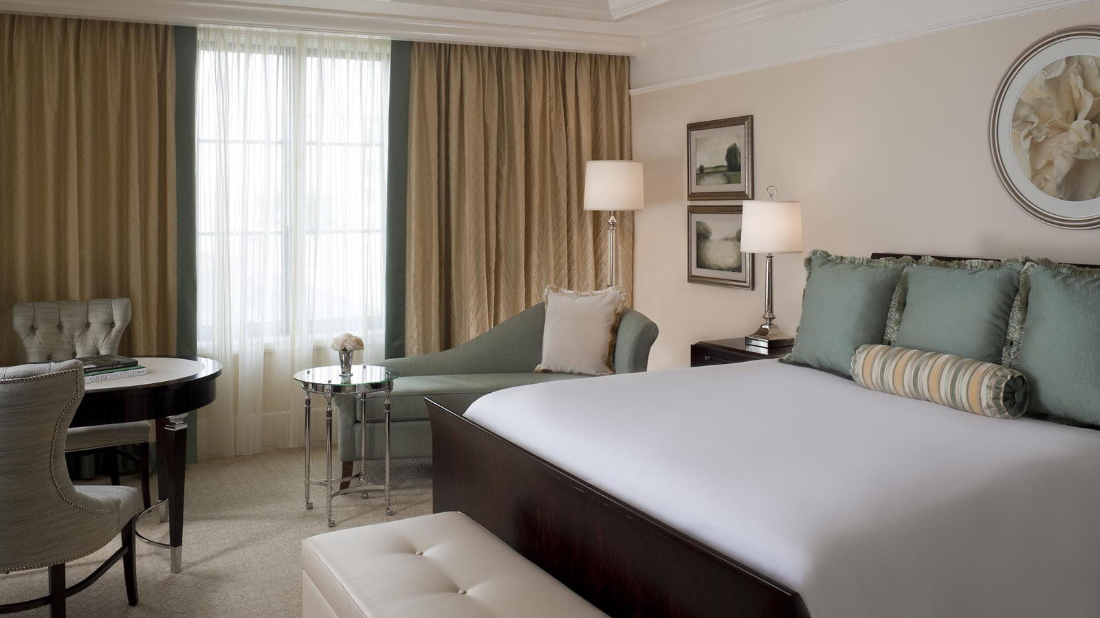Grand Deluxe Room | The St. Regis Atlanta